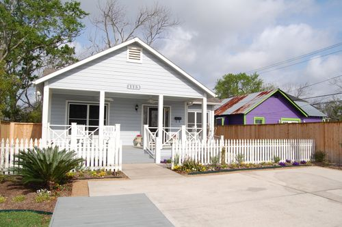 A) Bayside Cottage in Kemah