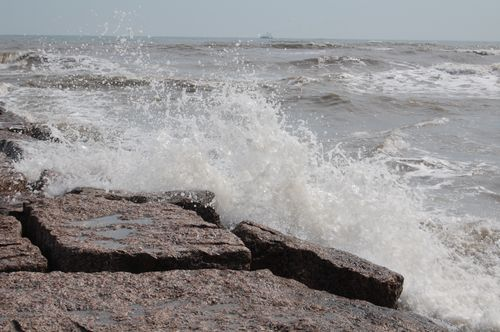 Zb) Waves Crash Against a Jetty
