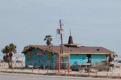 Zc) Beachcombers in Disrepair