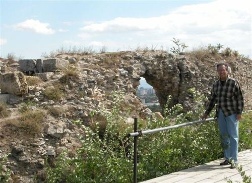 09 - Ken Amongst Ancient Ruins
