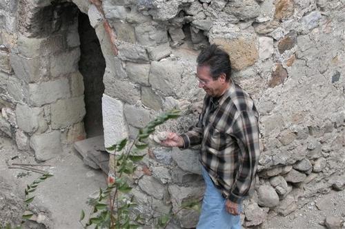 11 - Ken Exploring the Ruins