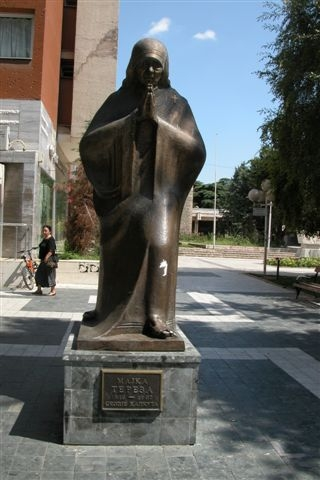 21 - Statue Honoring Mother Theresa