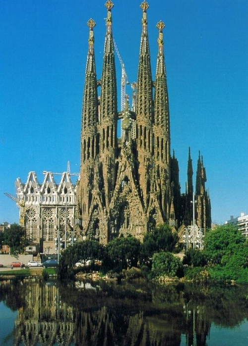 L - Gaudi Cathedral - Barcelona